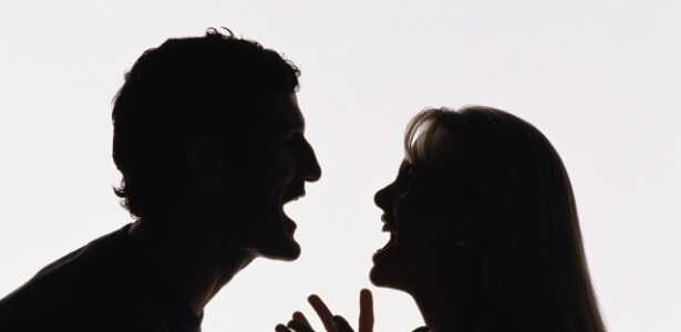 casal-brigando-discussao-falta-de-comunicacao-1271685595496_615x300