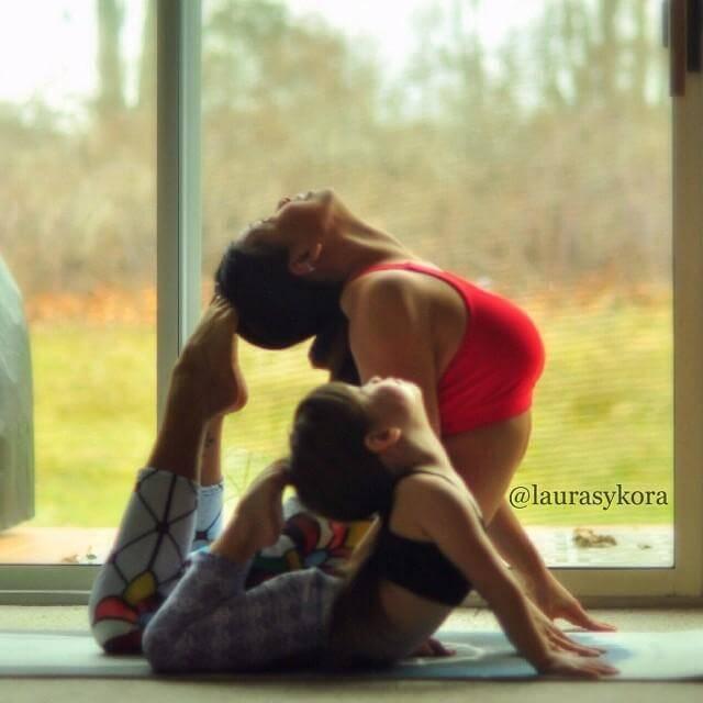 mom-and-daughter-yoga-laura-kasperzak-9