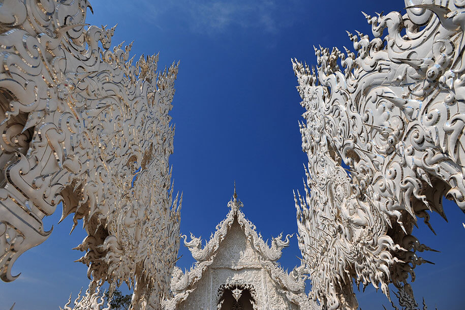 white-temple-wat-rong-khun-buddhist-thailand-architecture-14